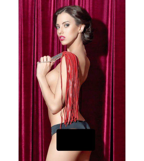 Красная кожаная плеть